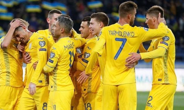 Уболівальники зустріли футболістів збірної України в аеропорту Бориспіль