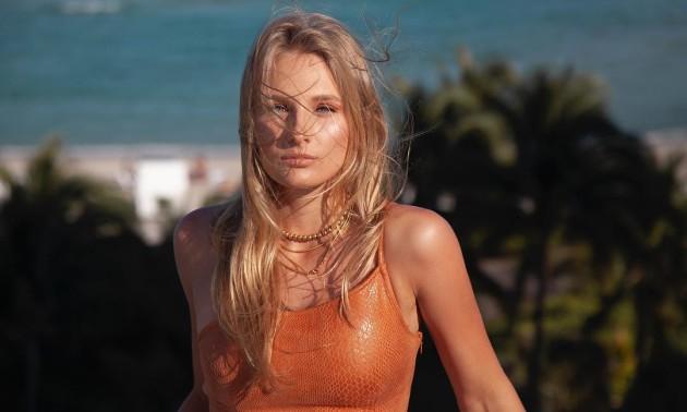 Ястремська взяла участь у пікантній фотосесії на пляжі Маямі