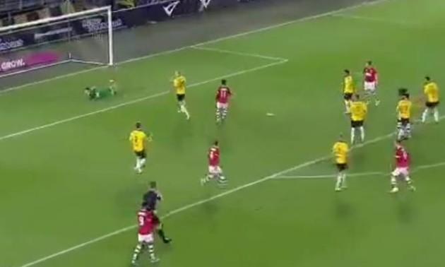 У Нідерландах уболівальники врятували свою команду від голу