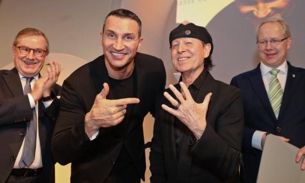 Легенді від легенди: соліст гурту Scorpions отримав нагороду з рук Кличка. ФОТО