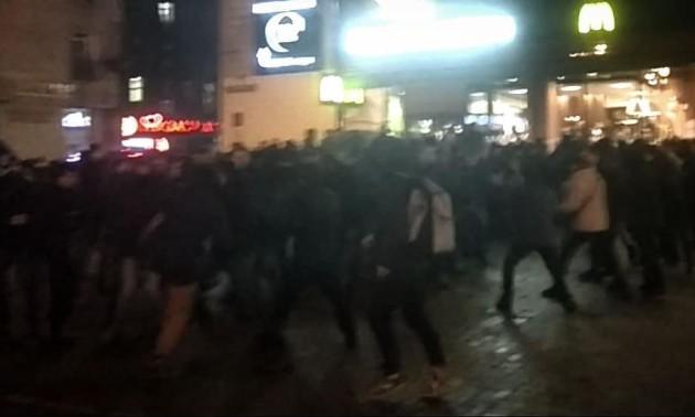 У Києві відбулася епічна бійка між фанатами Динамо та Айнтрахта. ФОТО. ВІДЕО