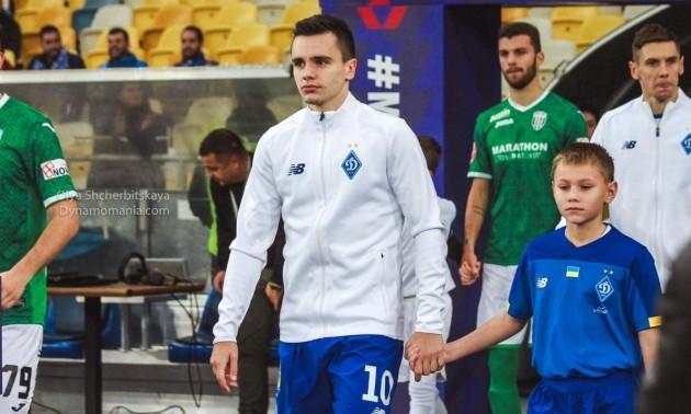 Динамо підписало новий контракт з Шапаренком