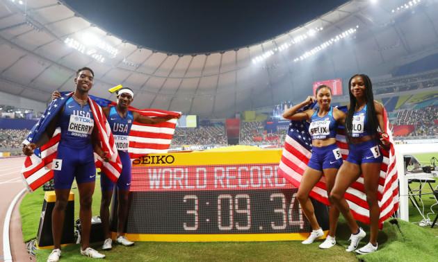 Американці оновили свій же світовий рекорд і завоювали історичне золото змішаної естафети