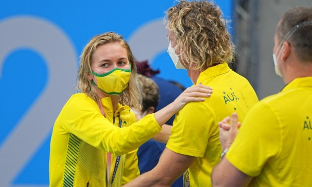 """Австралійка Тітмус виграла два """"золота"""" в Токіо, але головним героєм став її тренер"""
