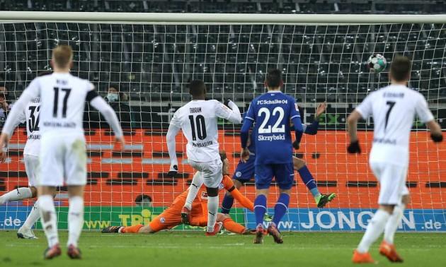 Менхенгладбаська Боруссія розгромила Шальке у 9 турі Бундесліги