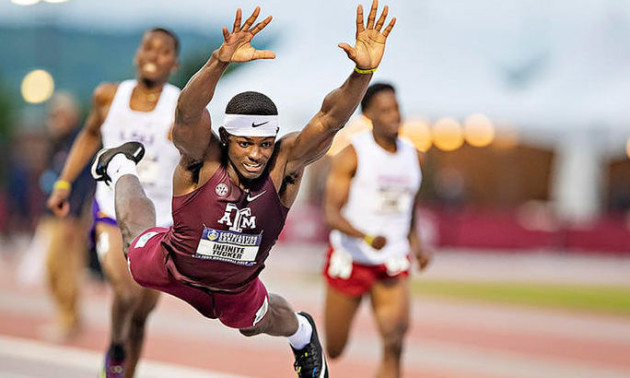 Американський бігун вирвав перемогу в забігу завдяки «стрибку супермена»