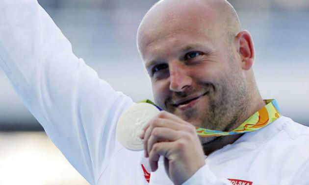 Видатний атлет продав олімпійську медаль, щоб врятувати дитину, хвору на рак