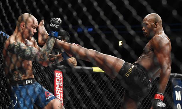 Джонс захистив титул чемпіона UFC