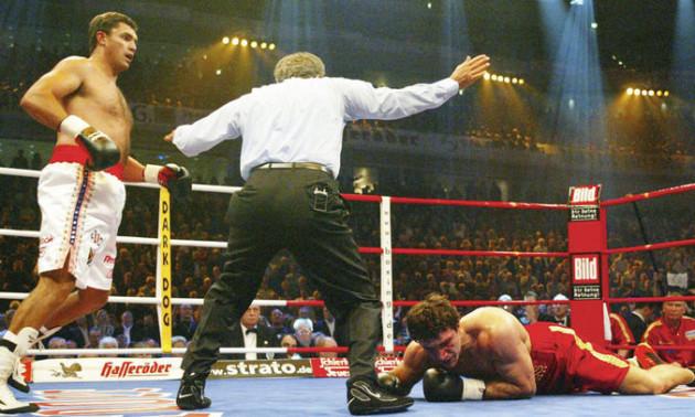 Як знищували Володимира Кличка. 18 років тому Коррі Сандерс нокаутував українського боксера