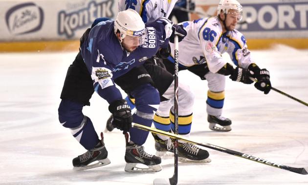 Дніпро у напруженому матчі переміг Крижаних Вовків