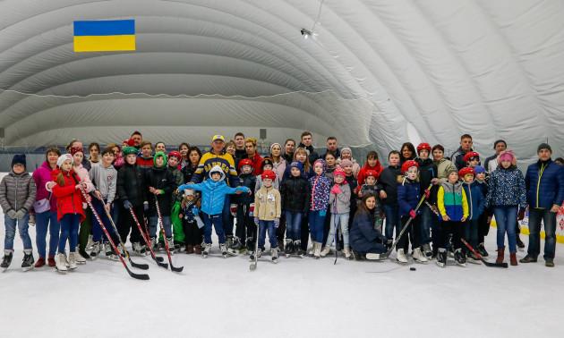 Українська хокейна ліга з благодійним фондом провели відкрите тренування для дітей з інвалідністю