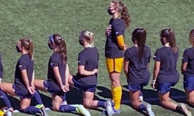 У США футболістка не схилила коліно, бойкотувавши Black Lives Matter