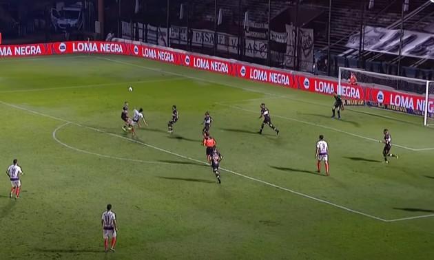 Відео дня. Аргентинський захисник забив феноменальний гол бісіклетою