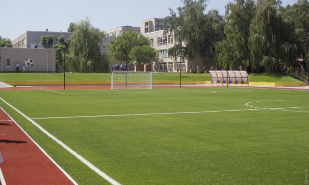 Стадіон, який відкрив Зеленський, затопило після дощу