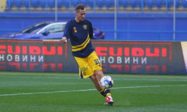 Чорноморець переглядає двох гравців