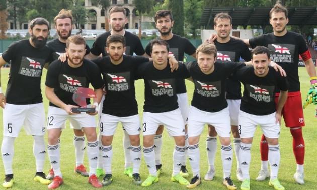 Футболісти грузинських клубів вийшли на матчі в антиросійських футболках