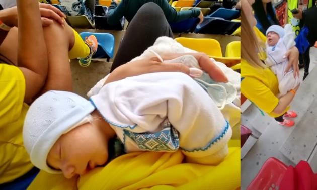 Фото дня. Наймолодшому вболівальнику збірної України на Євро-2020 трохи більше місяця