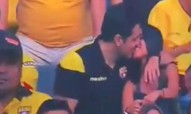 Еквадорський фанат попався на зраді під час матчу
