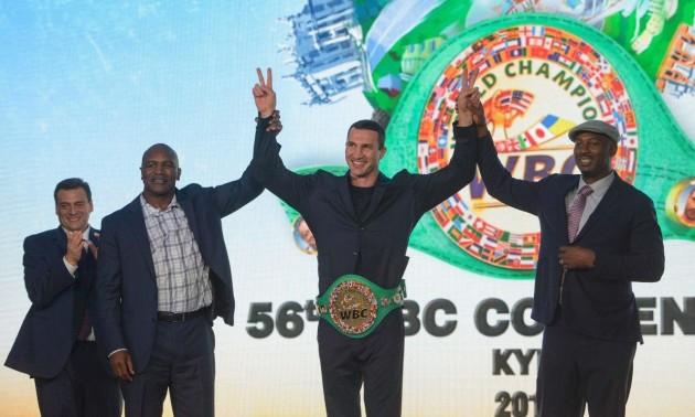 Сфотографуватися з чемпіонським поясом Володимира Кличка можна за 150 доларів