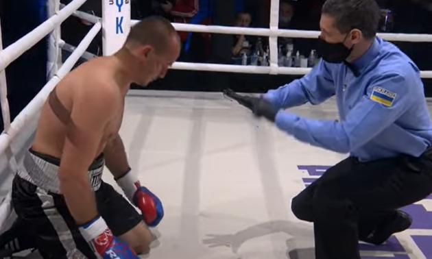 Відео дня. Український боксер жорстким нокаутом у першому раунді дебютував у професіоналах