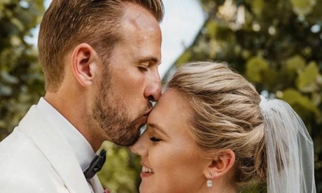 Кейн одружився на своїй подрузі