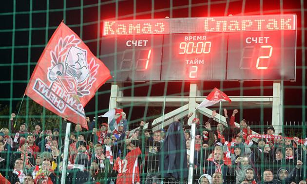 Уболівальників Спартака закрили в клітці під час матчу Кубка Росії