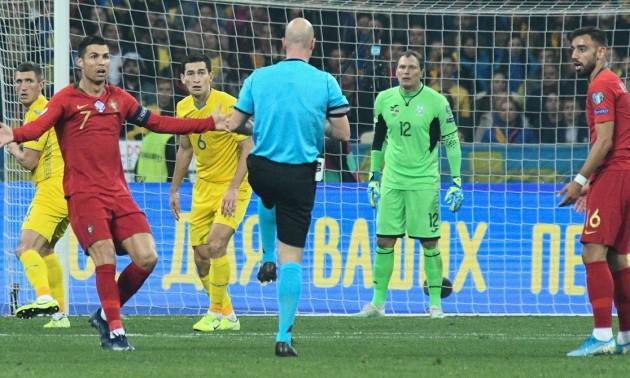 Екс-арбітр FIFA: Пенальті у ворота збірної України не було