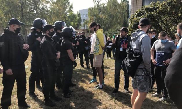 Побиті студенти Олімпійського коледжу вимагають відставки уряду
