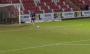 Відео дня. В Англії голкіпер забив дивовижний гол після удару від своїх воріт